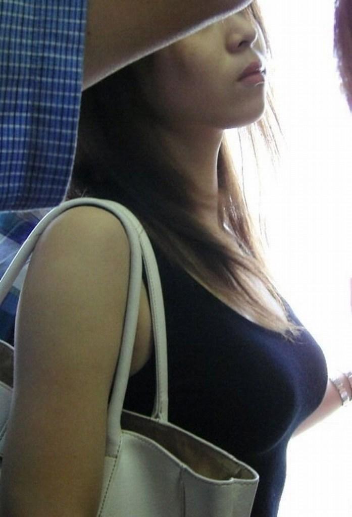 着衣爆乳が目立つ素人さん (8)