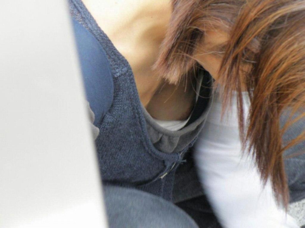 胸の谷間がチラ見えしてる素人さん (14)