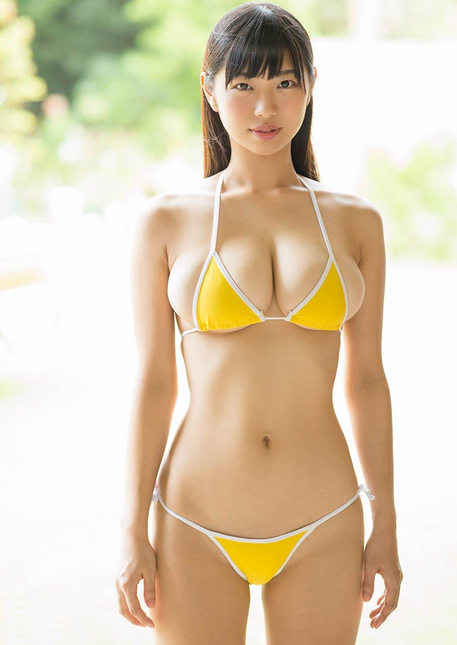 面積の小さい水着でポロリしそうな巨乳 (5)