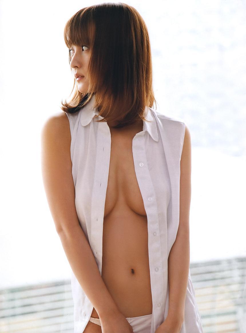 スレンダー美乳も素晴らしい美人女優、小松彩夏 (3)