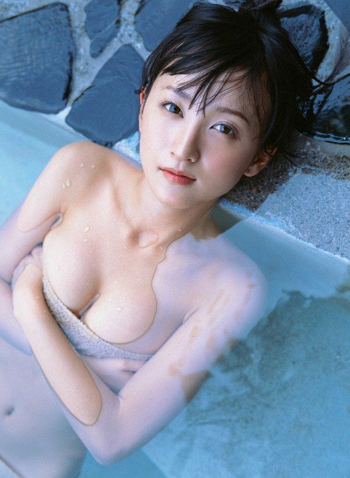 スレンダー美乳も素晴らしい美人女優、小松彩夏 (15)