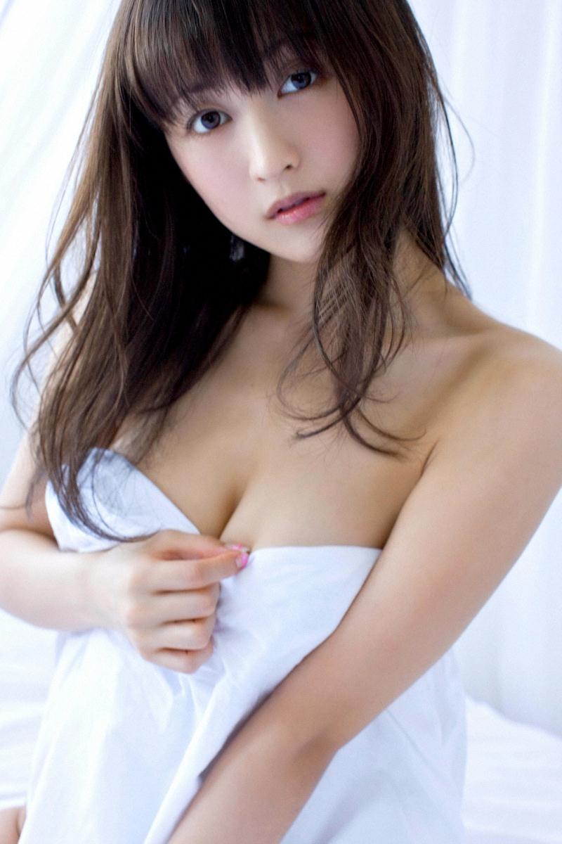 スレンダー美乳も素晴らしい美人女優、小松彩夏 (17)