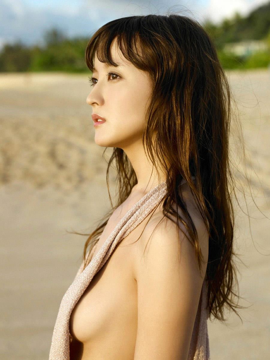 スレンダー美乳も素晴らしい美人女優、小松彩夏 (20)