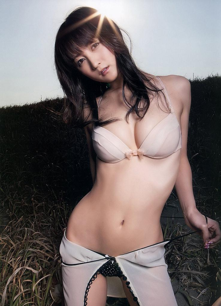 スレンダー美乳も素晴らしい美人女優、小松彩夏 (2)