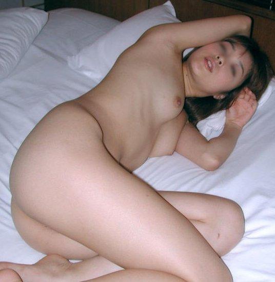 ラブホテルに行ったら素っ裸の彼女を撮りたくなる (1)