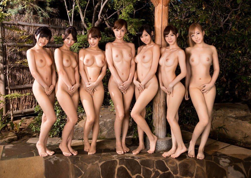 ヌード女性の集合写真 (19)