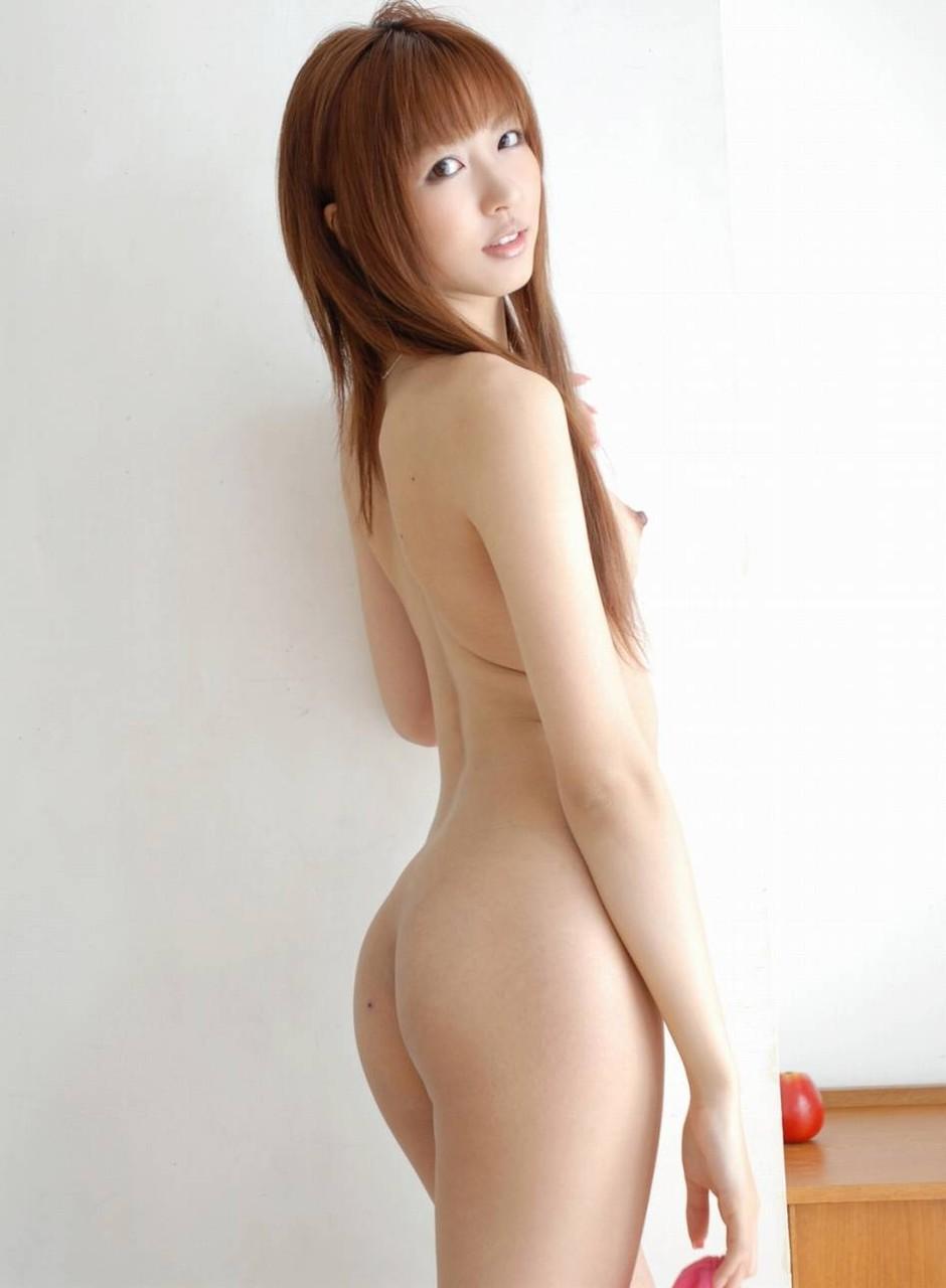 全裸になって美尻を見せつける女の子 (3)