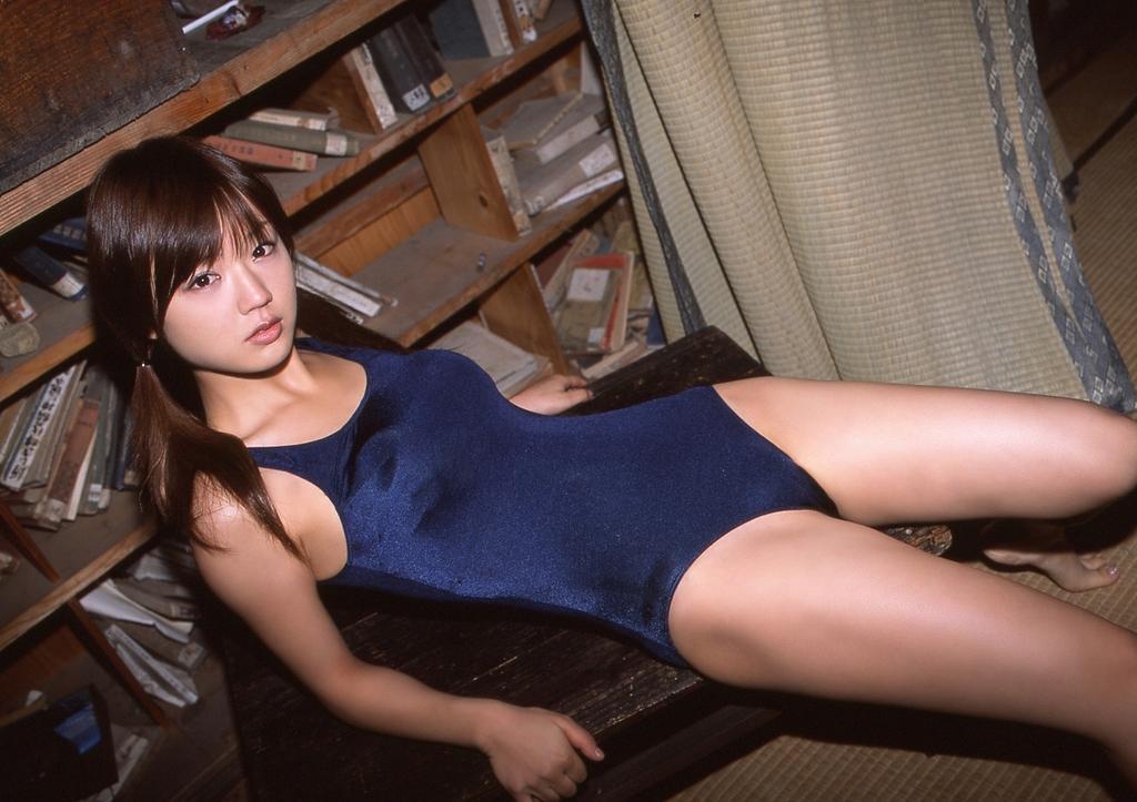 スクール水着の可愛さとセクシーさ (11)