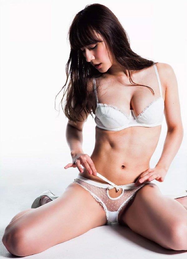 セクシーランジェリー姿のグラビアアイドル (19)