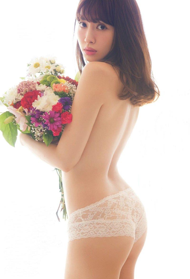 セクシーランジェリー姿のグラビアアイドル (3)