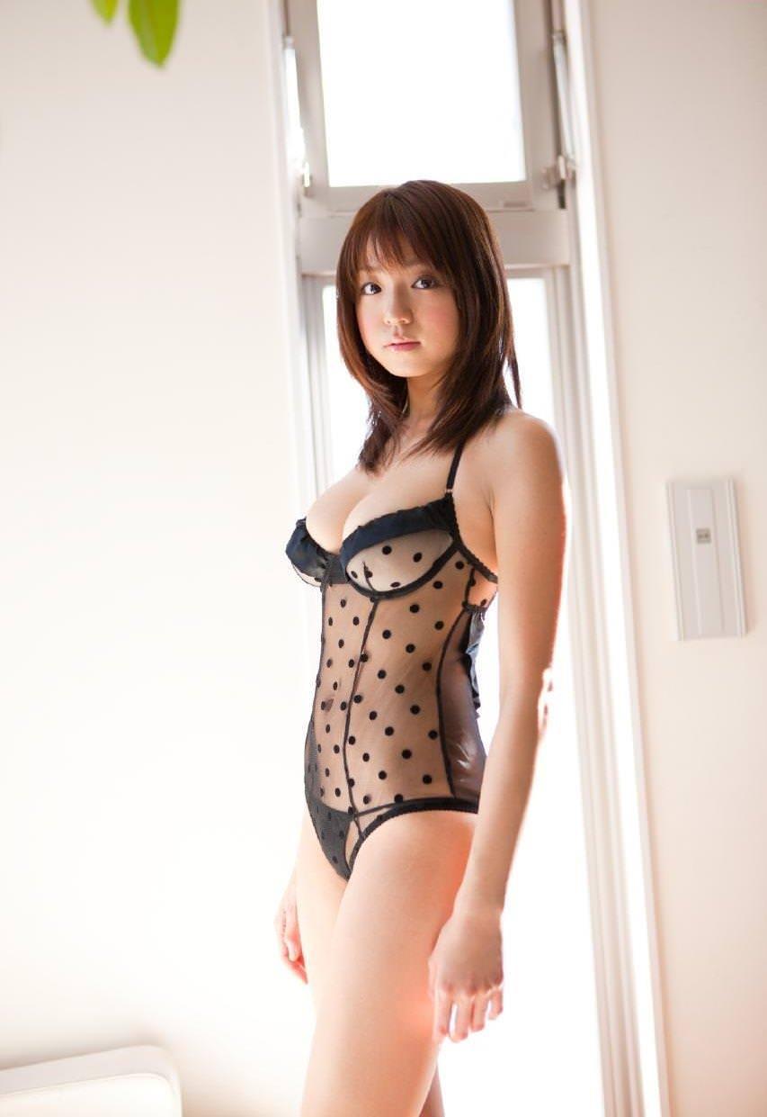 セクシーランジェリー姿のグラビアアイドル (6)