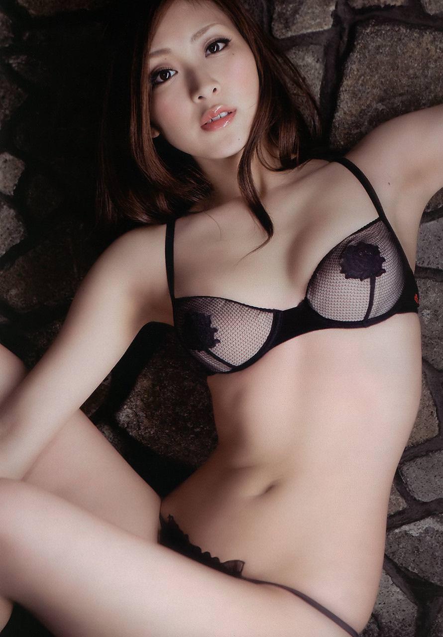 セクシーランジェリー姿のグラビアアイドル (11)