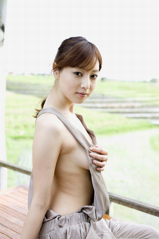芸能人たちのハミ出した横乳 (12)