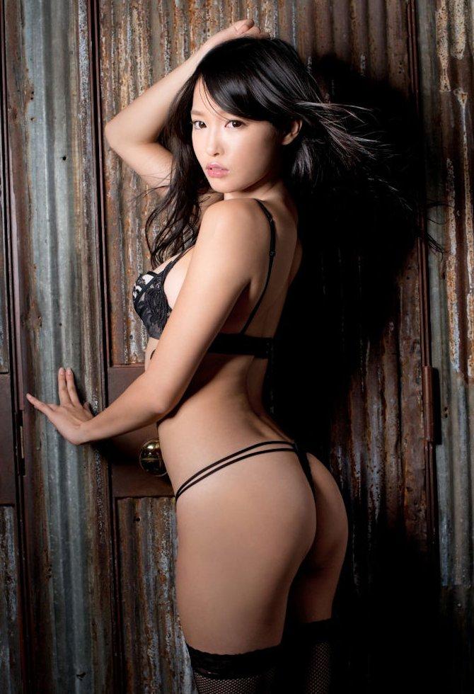 女性の尻を横から眺める美しさ (14)