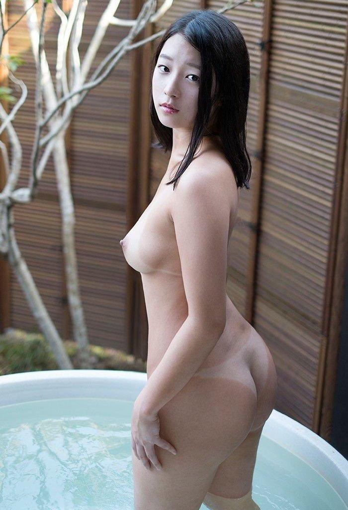 女性の尻を横から眺める美しさ (5)