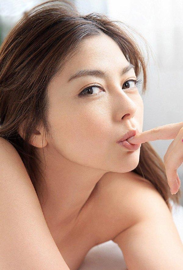 モデルからAV女優になった美女、卯水咲流 (2)