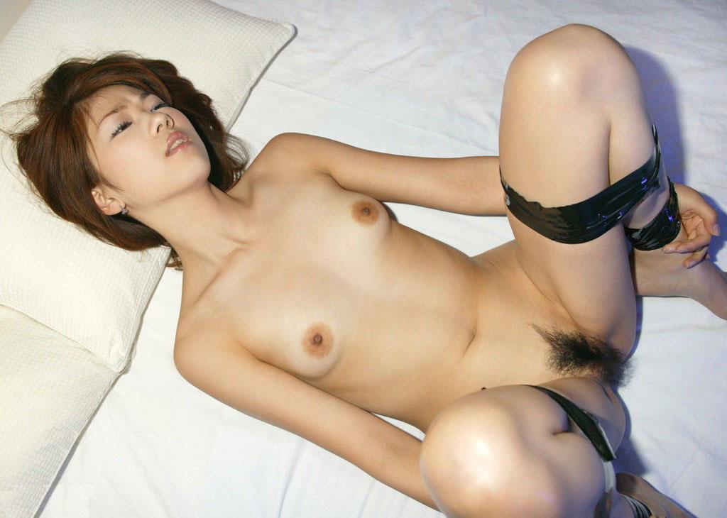 縄で女性を縛るSMプレイ (10)