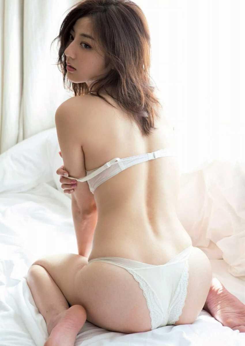 美しくセクシーな下着姿 (6)