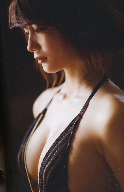 ヌードになる日も近そうな巨乳美女、小倉優香 (12)