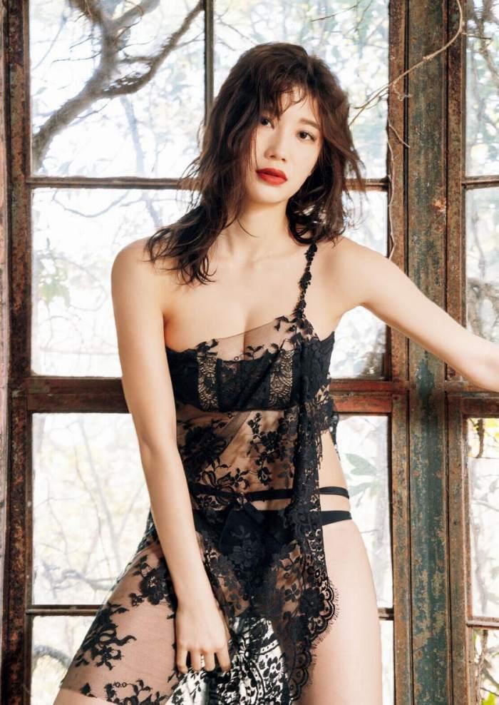 ヌードになる日も近そうな巨乳美女、小倉優香 (10)