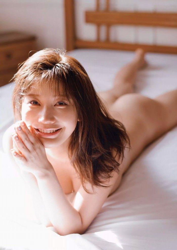 ヌードになる日も近そうな巨乳美女、小倉優香 (20)