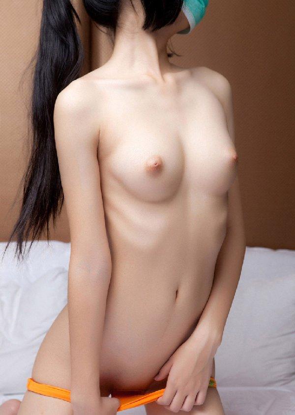 モデル級に華奢なヌード (17)