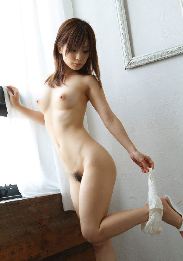 モデル級に華奢なヌード (18)