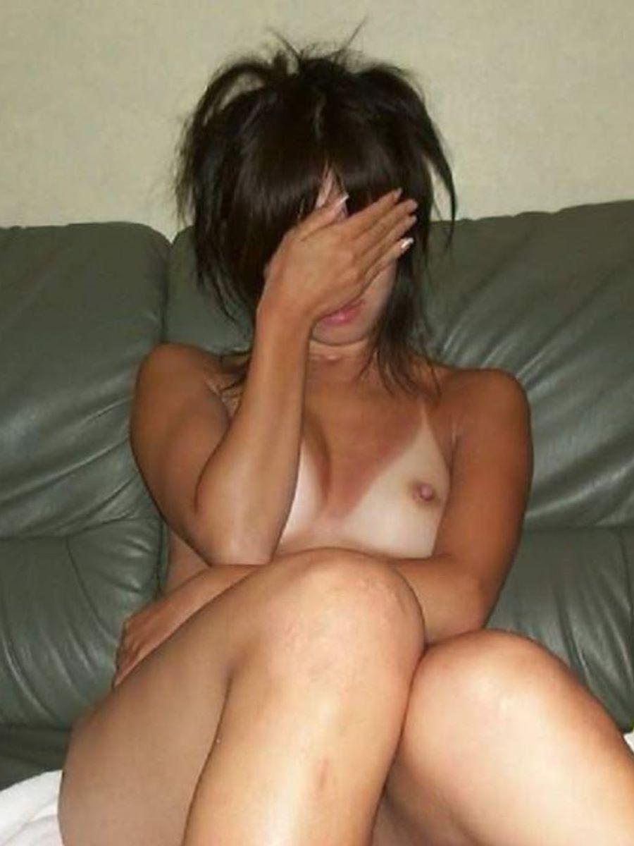日焼けの跡が残った素人女性の裸 (3)