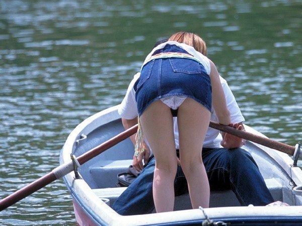ミニスカートを穿いたらパンチラしちゃった素人さん (6)