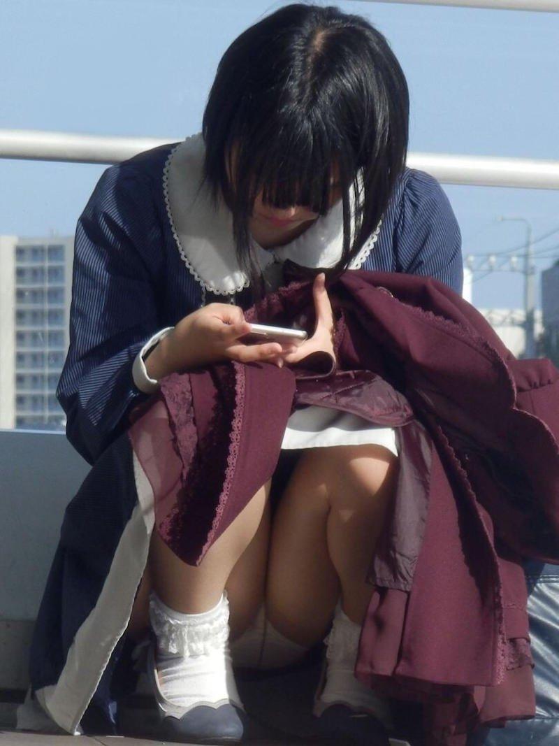 しゃがみパンチラの女の子 (19)