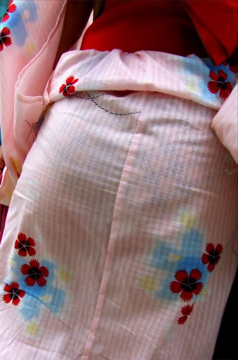 浴衣からパンツが透けてる女の子 (9)