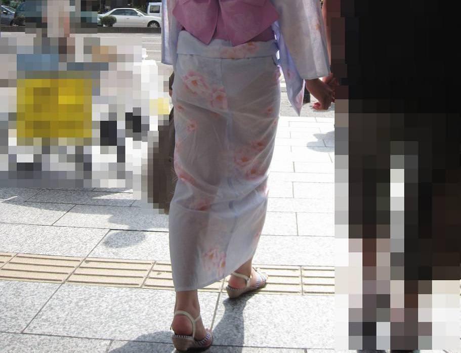 浴衣からパンツが透けてる女の子 (11)