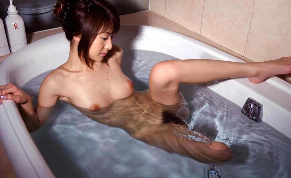 ヌード美女の入浴姿 (11)