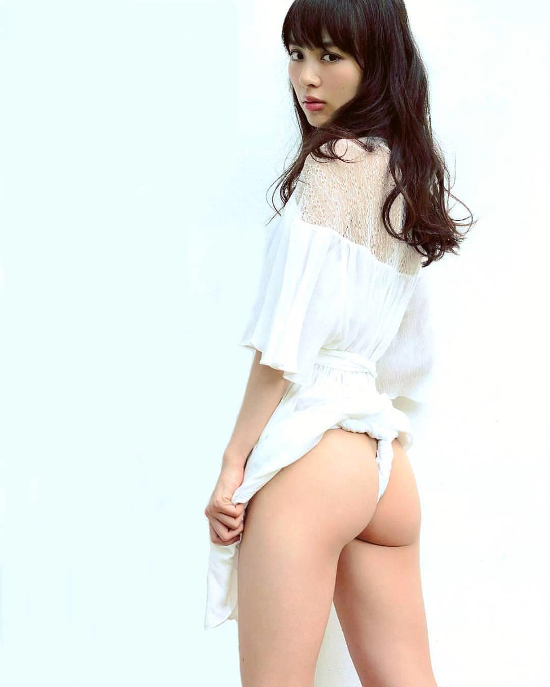 綺麗な芸能人のハミ出た美尻 (19)