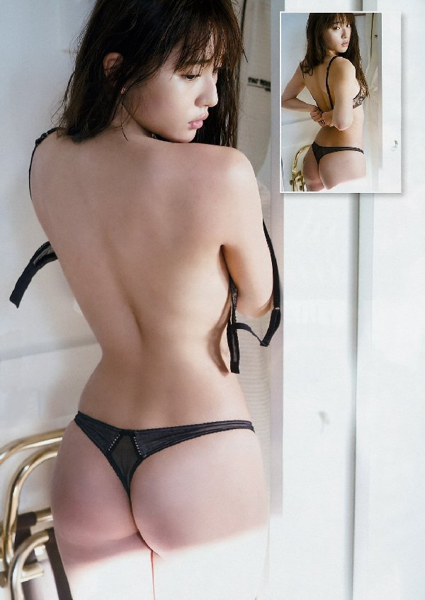 綺麗な芸能人のハミ出た美尻 (2)