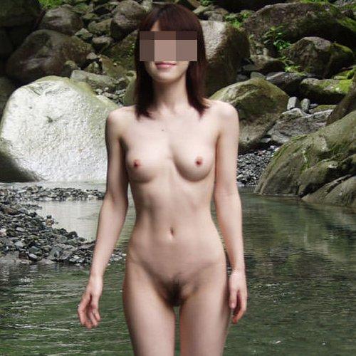 露天風呂でヌード撮影してる素人さん (1)