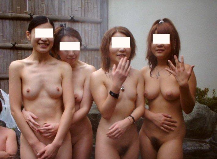 露天風呂でヌード撮影してる素人さん (13)