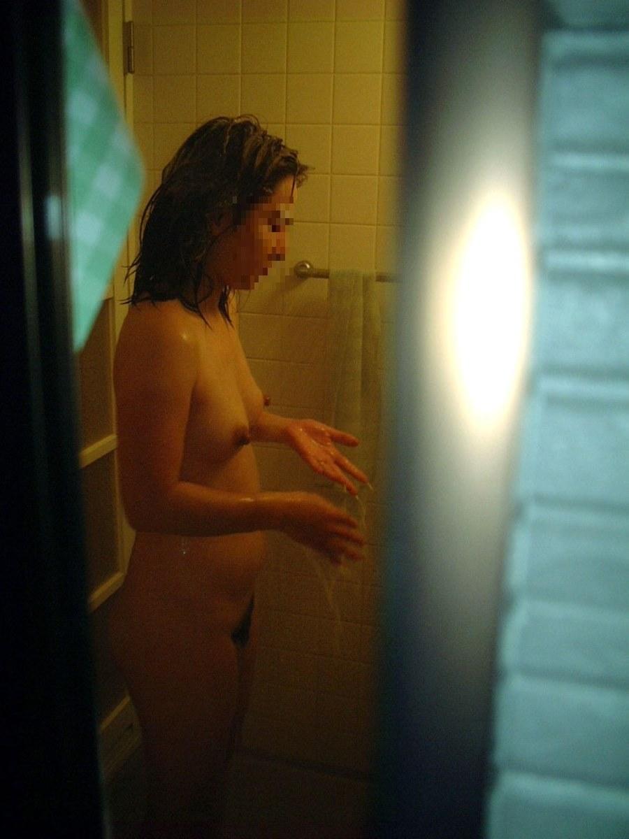 風呂場で撮影された素人ヌード (17)