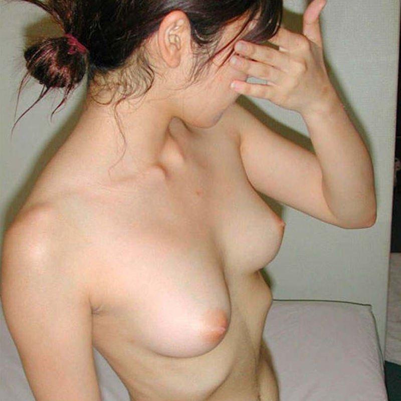 顔を隠して裸は丸出し (1)