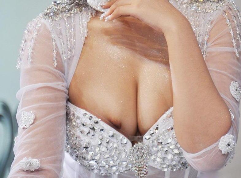 乳首が見えてるレースクイーン (6)