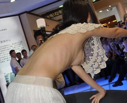 乳首が見えてるレースクイーン (5)