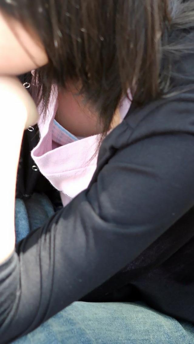街で胸チラしてる女性を発見 (11)
