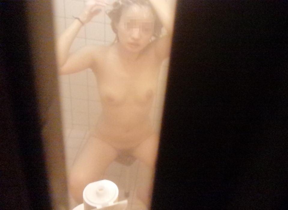 民家の風呂場で見えた全裸女性 (13)