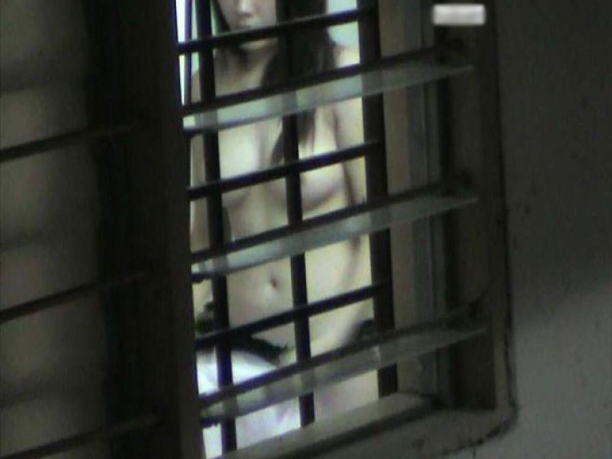 民家の風呂場で見えた全裸女性 (4)