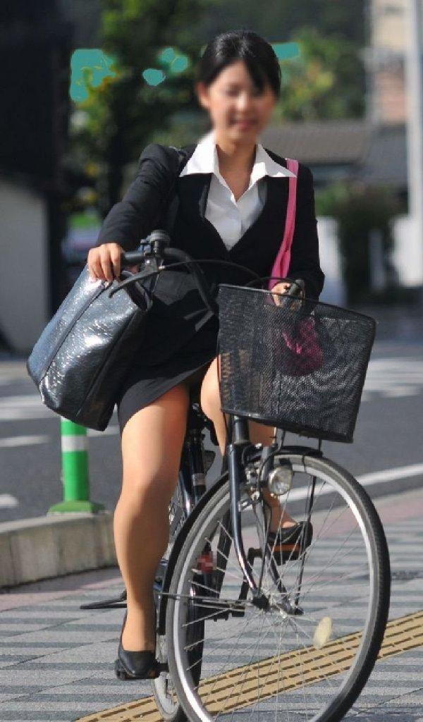 自転車に乗ったOLさんのパンツ (19)