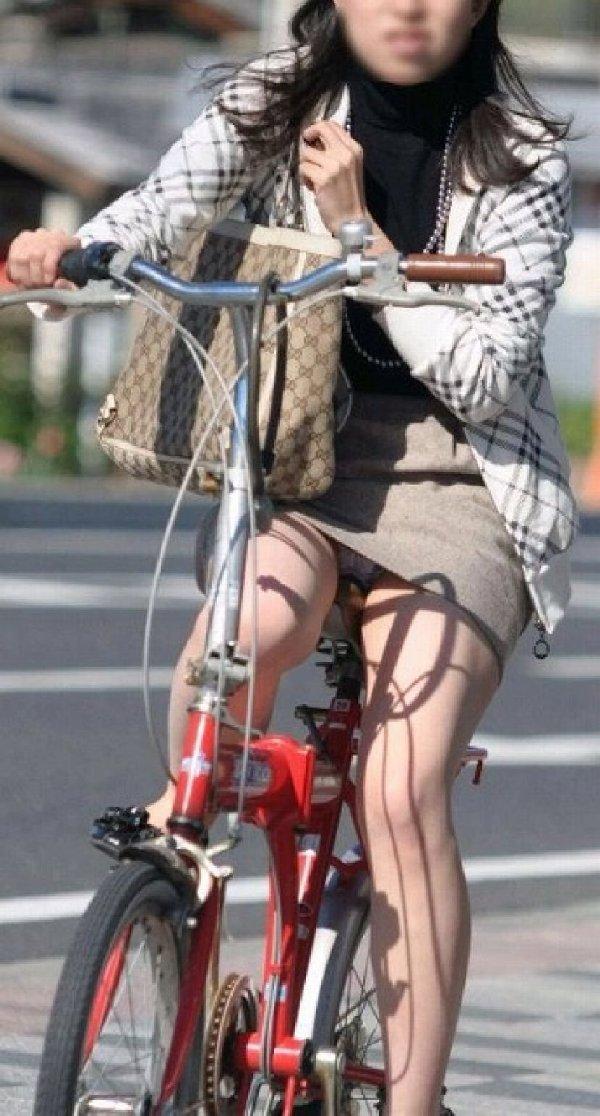自転車に乗ったOLさんのパンツ (15)