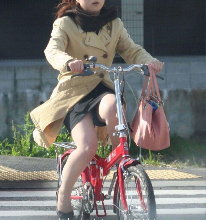 自転車に乗ったOLさんのパンツ (14)
