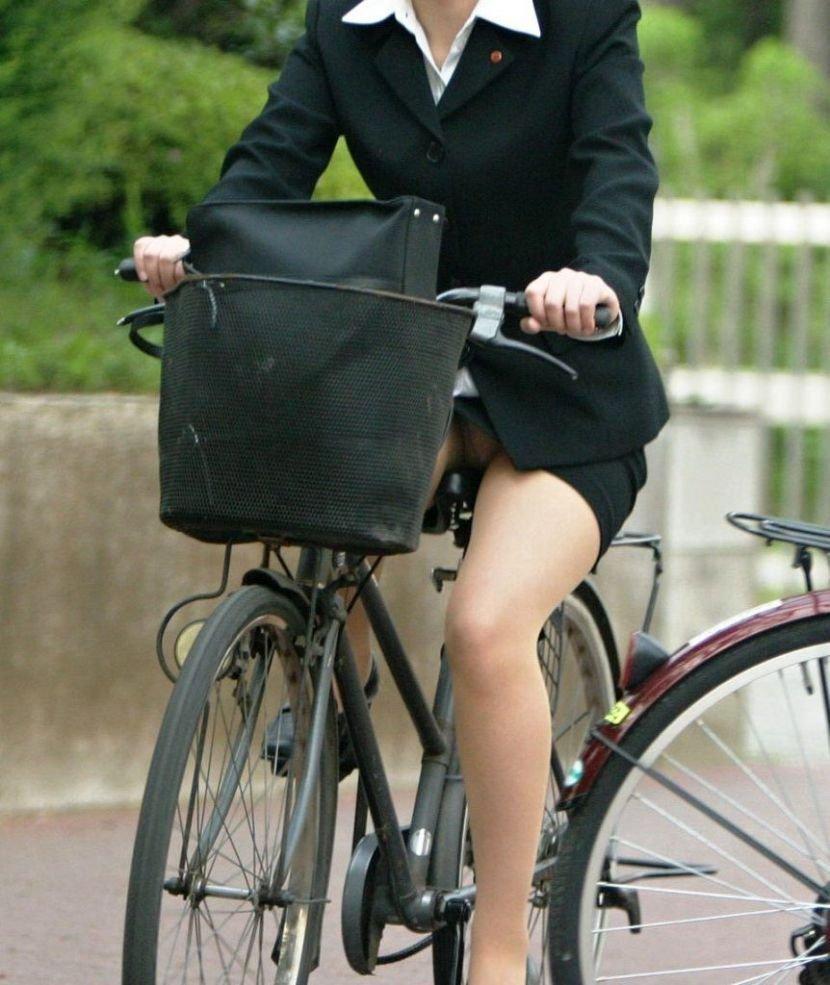 自転車に乗ったOLさんのパンツ (20)