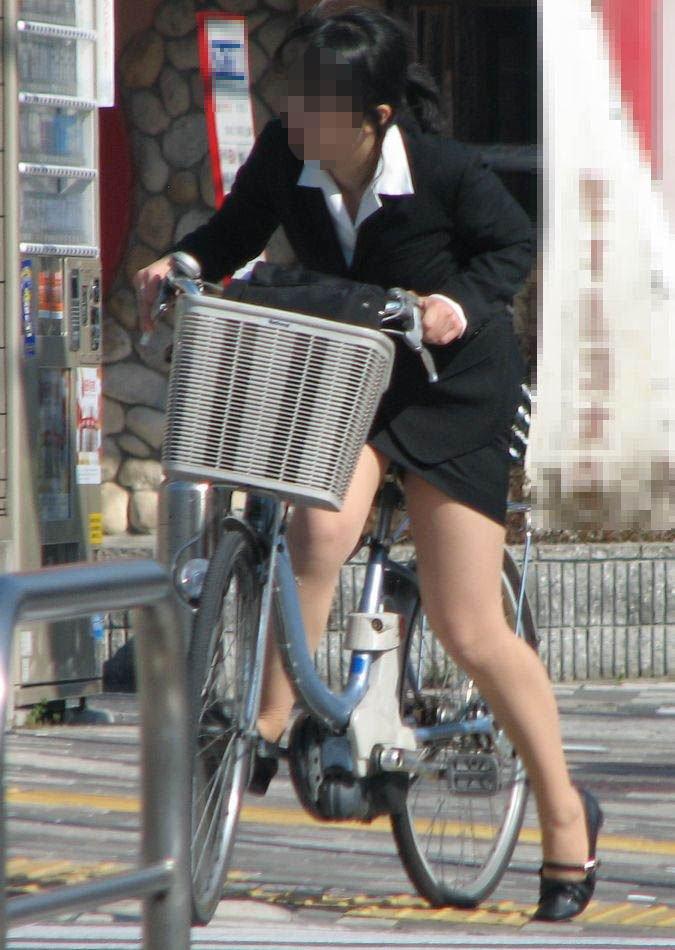 自転車に乗ったOLさんのパンツ (11)