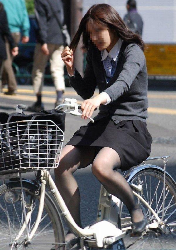 自転車に乗ったOLさんのパンツ (16)